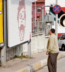 Burger King crea un cartel publicitario gigante con 2.548 paquetes de salsa picante