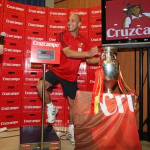 El nuevo packaging de Cruzcampo rinde homenaje a la Selección Española de Fútbol con motivo de la Eurocopa 2012