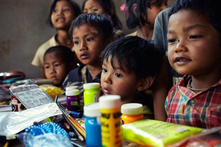 BTOB promueve la primera aplicación creada por y para los niños birmanos