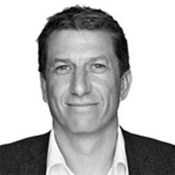 Simon Francis abandona Aegis Media