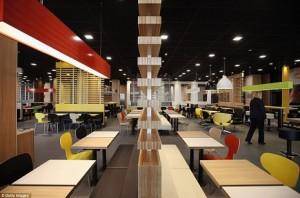 El restaurante más grande del mundo de McDonald's está en Londres y es de quita y pon
