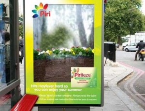 26 anuncios creativos en paradas de autobús que le harán más corta la espera