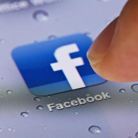 La mitad de los ingresos que generan las historias patrocinadas en Facebook vienen de los móviles