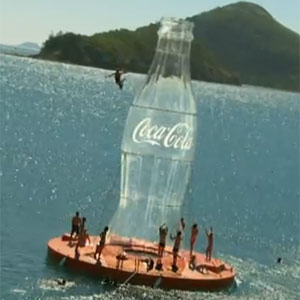 Coca-Cola convierte a la gente en caramelos Mentos en su nuevo spot veraniego