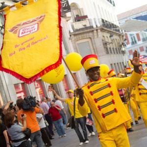 Oscar Mayer celebra el 4 de julio con un desfile popular al más puro estilo americano