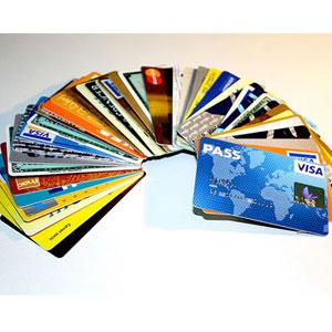 ¿Qué hacen las compañías de tarjetas de crédito en las redes sociales?