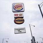 Cuando los logos de grandes marcas desafían las leyes de la gravedad
