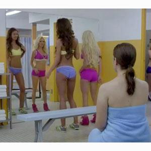 Musculitos y chicas guapas en la última campaña de Planet Fitness