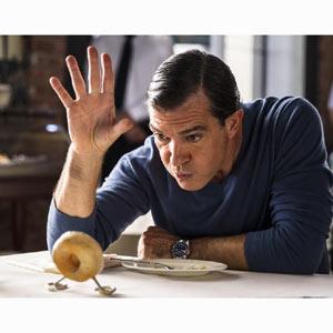 Antonio Banderas lucha contra una banda de comida en la nueva campaña de los chicles Wrigley's