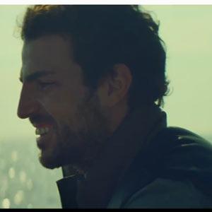 Fábregas se va de pesca en el último anuncio de Estrella Damm