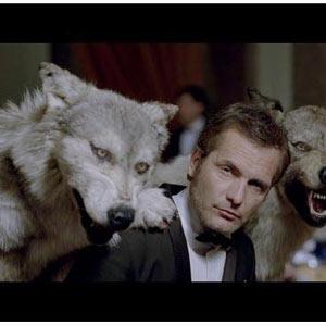 Lobos para Alaska, póquer para el resto: Old Spice emite dos anuncios diferentes durante la Super Bowl