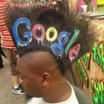 Un hombre convierte su cresta en soporte publicitario: ¿publicidad cogida por los pelos?