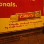 Cuando los grafitis ponen la guinda del pastel a la publicidad exterior