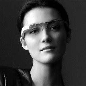 Por qué las Google Glass y el iWatch de Apple podrían hacer parecer