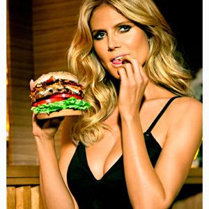 Una cadena de comida rápida convierte comer una hamburguesa en un arma de seducción