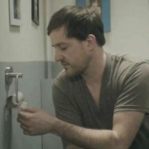 Un divertido anuncio de papel higiénico nos muestra las desventajas de la nueva era digital
