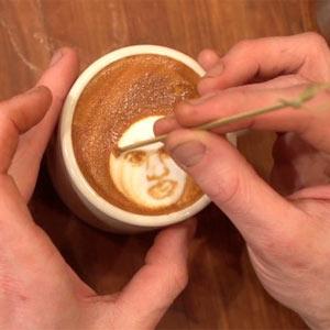 Artista del café busca sponsor: Starbucks, McCafé, ¿estáis interesadas?