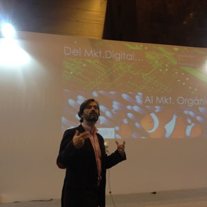 """Javier Oliete (Neo@Ogilvy) en #OMExpo: """"El cliente vive en red, no de forma lineal. El marketing no puede ser lineal"""""""