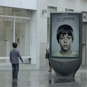 Grey crea una increíble campaña contra el maltrato infantil que sólo pueden ver los niños