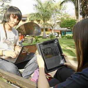 Los jóvenes españoles prefieren usar portátiles y teléfonos inteligentes antes que tabletas
