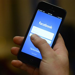 Facebook descubre por qué la publicidad móvil es tan molesta