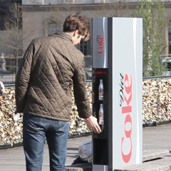 Coca-Cola Light lanza la máquina expendedora más