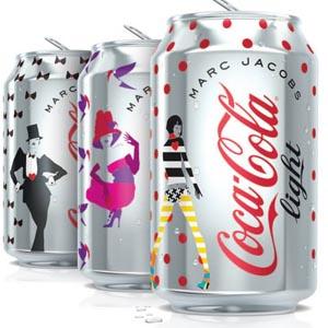Las latas de Coca- Cola light traen el nuevo diseño de Marc Jacobs a España