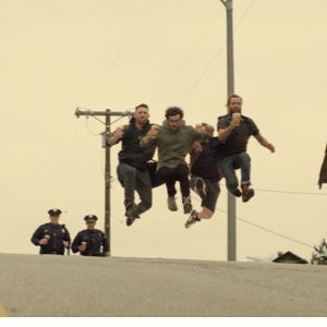 Unos ladrones huyendo de la policía protagonizan la última campaña de la cerveza Carlton