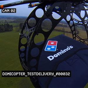 Ni en motos ni en coches, las pizzas de Domino's se reparten ahora en helicópteros de control remoto