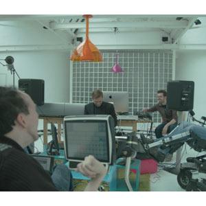 Smirnoff crea una canción de baile con la mente de tres discapacitados y Dj Fresh