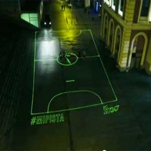 Nike crea campos de fútbol con rayos láser para que nadie se quede sin jugar en una nueva campaña