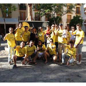 Vueling organiza una divertida gymkhana en Sevilla para promover su nueva ruta a La Coruña
