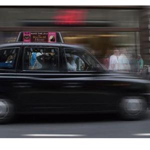 Magnum transforma los taxis londinenses con una original campaña que se activa con el calor