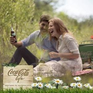 Coca-Cola compara su nuevo sabor con el primer beso en una campaña para Argentina