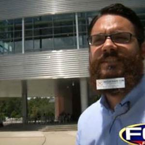 Un joven estadounidense alquila su barba como soporte publicitario