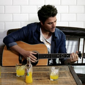 Dani Martín pone voz a la nueva campaña de TriNa con una versión inédita de su último single