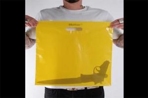 Estas escandalosas bolsas de plástico de la agencia Mother le quitarán las ganas de usarlas