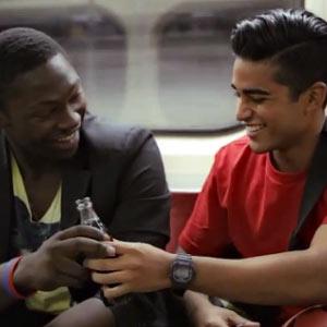 Devolver la sonrisa a desconocidos tiene premio en una nueva campaña de Coca-Cola
