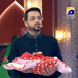 En un concurso de la televisión paquistaní un bebé abandonado es el premio gordo
