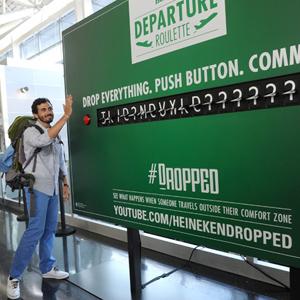 Heineken reta a los viajeros a cambiar su destino por un lugar desconocido sólo pulsando un botón