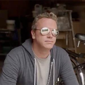 Un anuncio de gafas de policía se mofa descaradamente de la serie