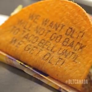 Taco Bell escribe tuits en sus tacos para hacer que sus clientes se traguen literalmente sus palabras