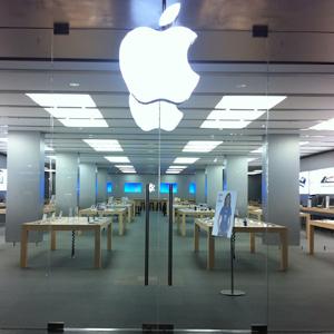 Apple continúa con sus medidas de seguridad y ofrece a sus usuarios reemplazar sus cargadores