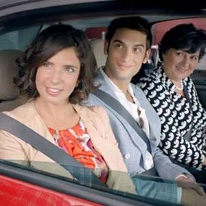 Una fiesta de estereotipos con mucho humor acerca Italia a Estados Unidos en un Fiat