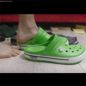 Las zapatillas Crocs demuestran en su última campaña que pueden ser las más sexys