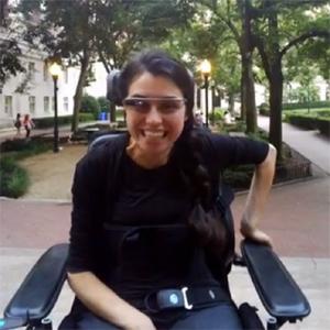Una joven en silla de ruedas dispuesta a comerse el mundo gracias a las Google Glass