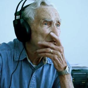 Un hombre de 96 años escribe una canción viral en recuerdo a su mujer fallecida y se convierte en el nuevo