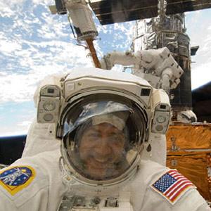 Las 8 primeras publicaciones de astronautas en las redes sociales desde el espacio
