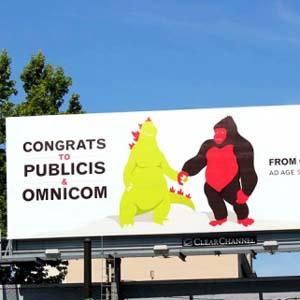 Una pequeña agencia de Seattle felicita a Publicis y Omnicom por su fusión con una valla publicitaria