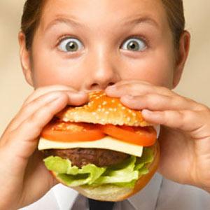 ¿Cómo evitar la propagación de la obesidad infantil con ayuda de la publicidad?